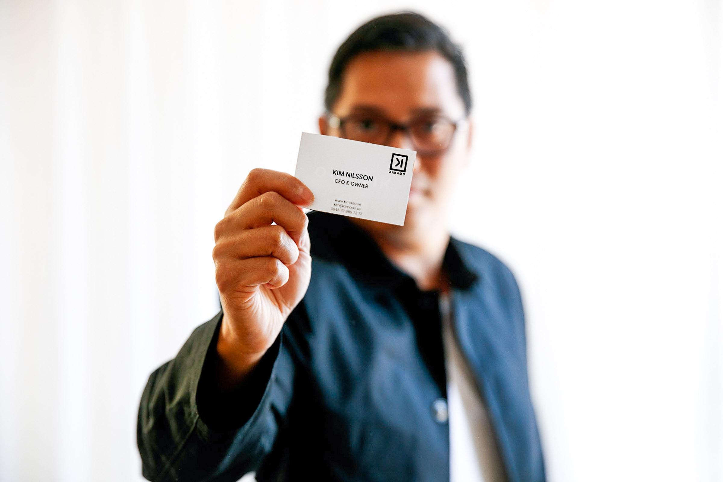 man-stracker-fram-visitkort