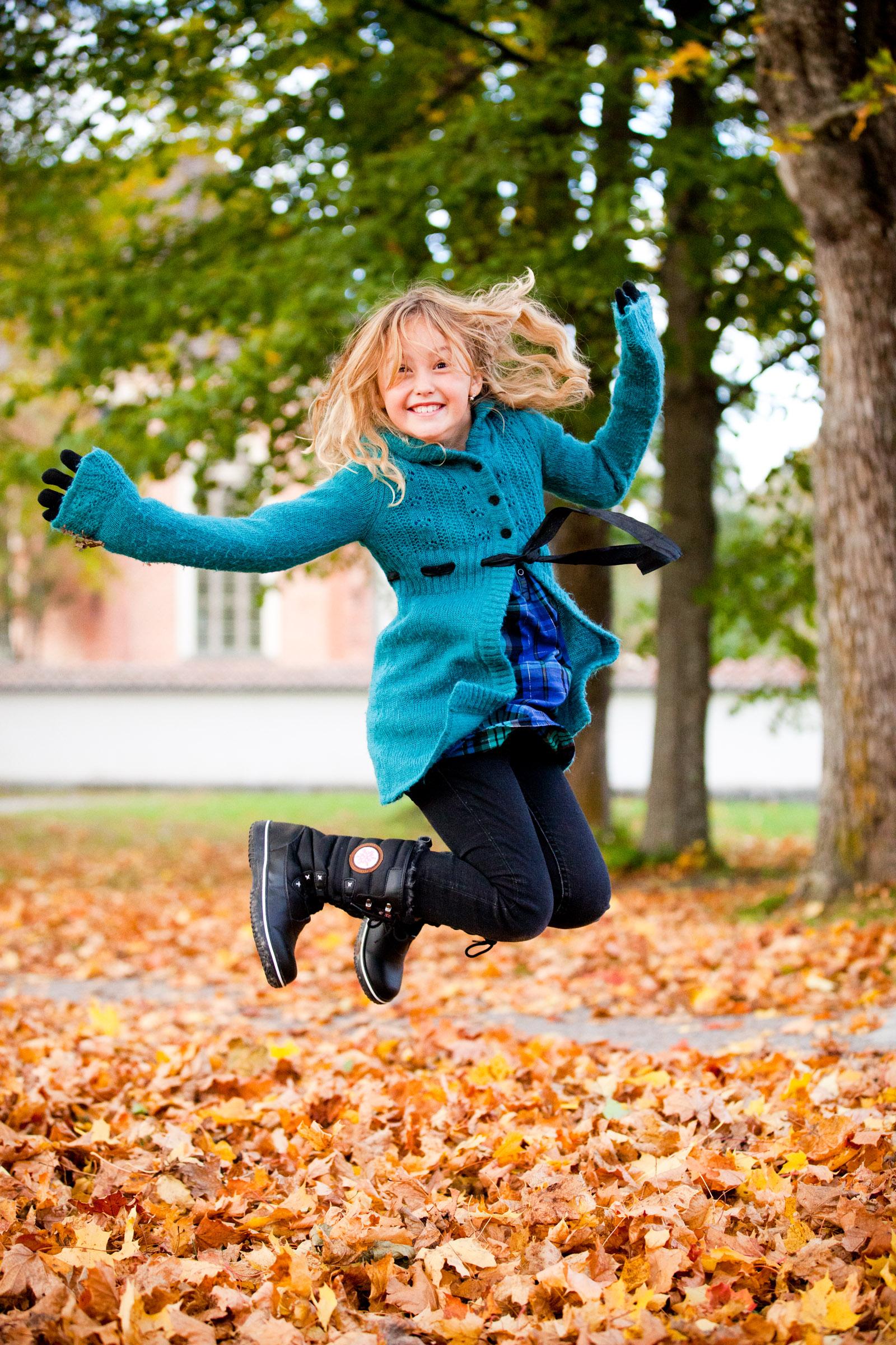barn-som-hoppar-i-hostlov